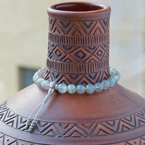 Буддийские четки-браслет из лабрадорита с серебряной гуру 27 бусин