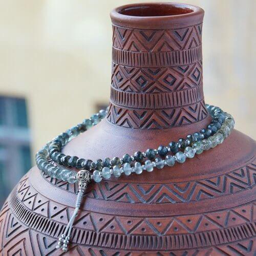 Буддийские четки из граненого сапфира с серебряной гуру 108 бусин