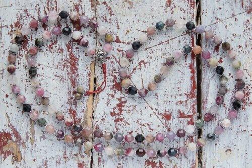 Буддийские четки из турмалина 108 бусин с серебряной гуру