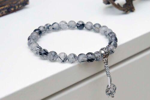 Буддийские четки-браслет из кварца-волосатика с серебряной гуру 27 бусин