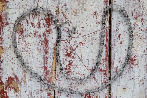 Буддийские четки из кварца-волосатика с серебряной гуру 108 бусин