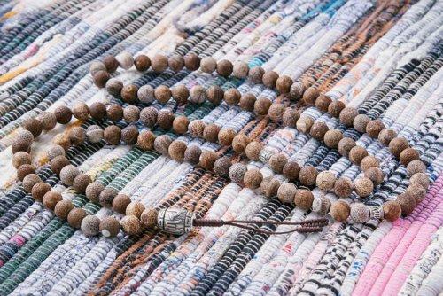 Крупные буддийские четки из кракелированного агата с серебряной гуру