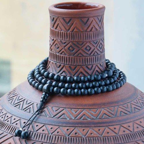 Буддийские четки из черного матового агата c мантрой 108 бусин