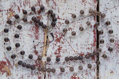 Буддийские четки из раухтопаза и хрусталя 108 бусин с мантрой