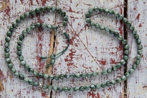 Буддийские четки из серафинита с серебряной гуру 108 бусин