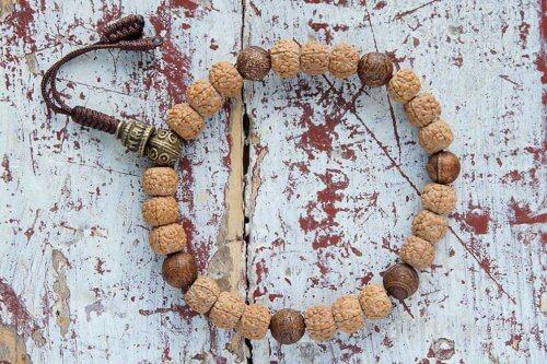 Буддийские четки-браслет из рудракши и агата 27 бусин