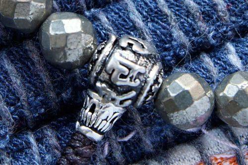 Буддийские четки-браслет из граненого пирита 27 бусин с серебряной гуру