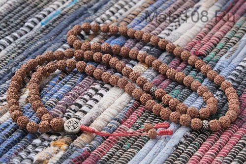 Буддийские четки из рудракши 108 бусин с серебряной подвеской