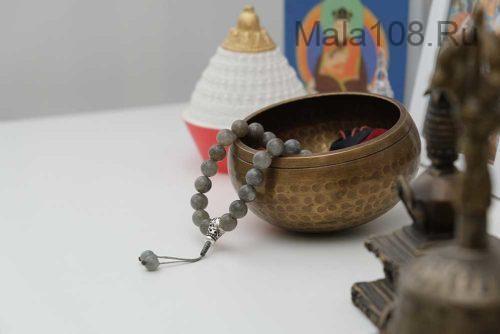 Буддийские четки-браслет из лабрадора с серебряной гуру 27 бусин