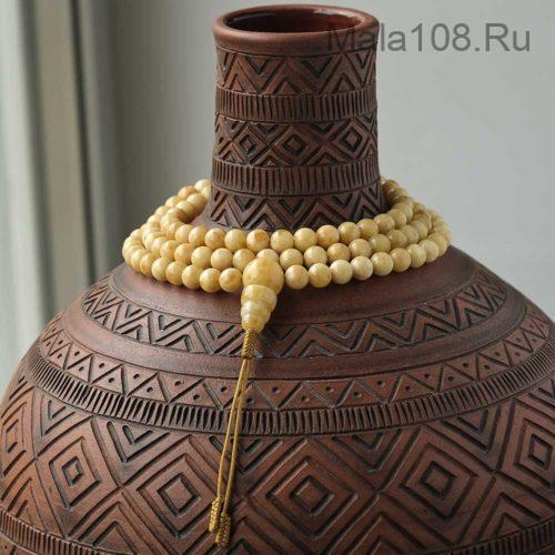 Буддийские четки из молочного янтаря 108 бусин